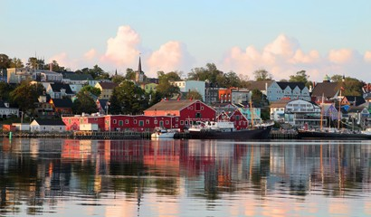 Neighbours - Lunenburg